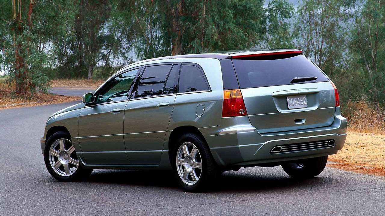 Chrysler Pacifica (2004-2008) фото сзади