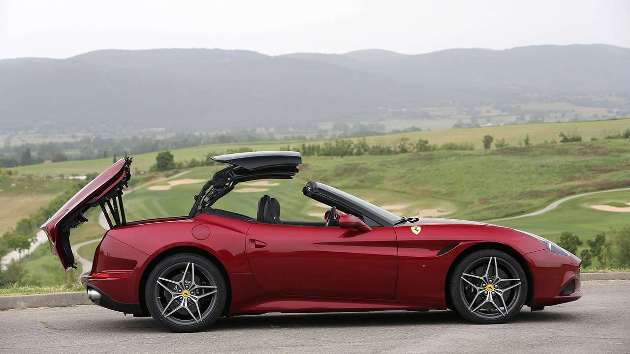 Ferrari California 2016 в профиль