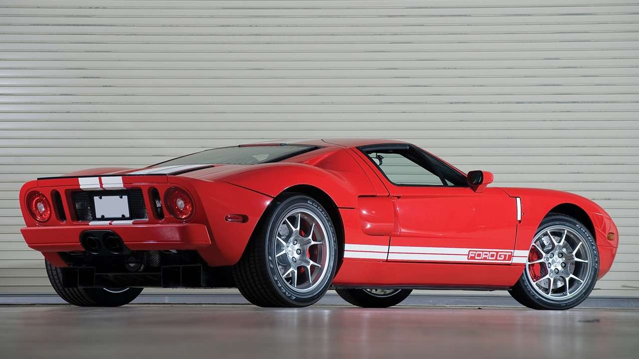 Ford GT (2003-2006) фото сзади