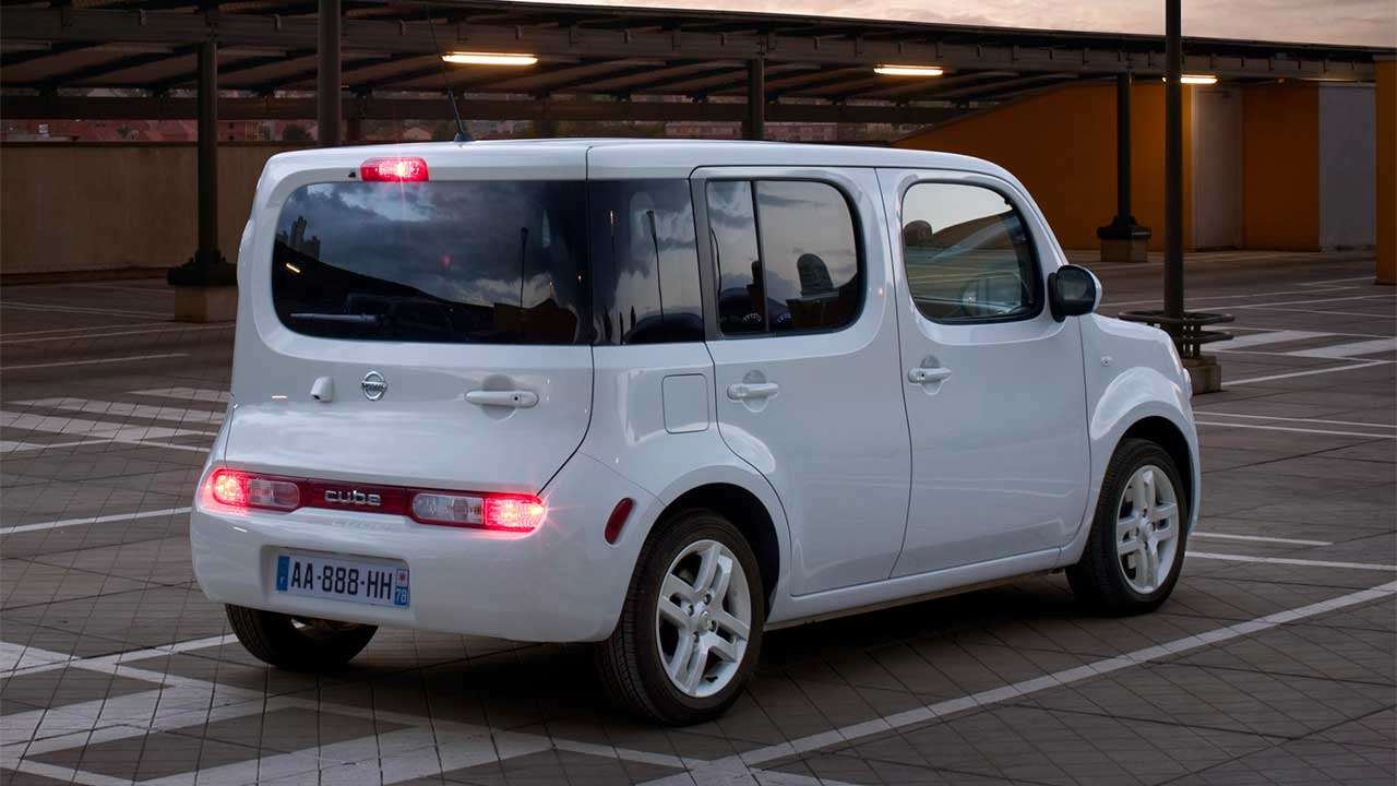Nissan Cube Z12 фото сзади