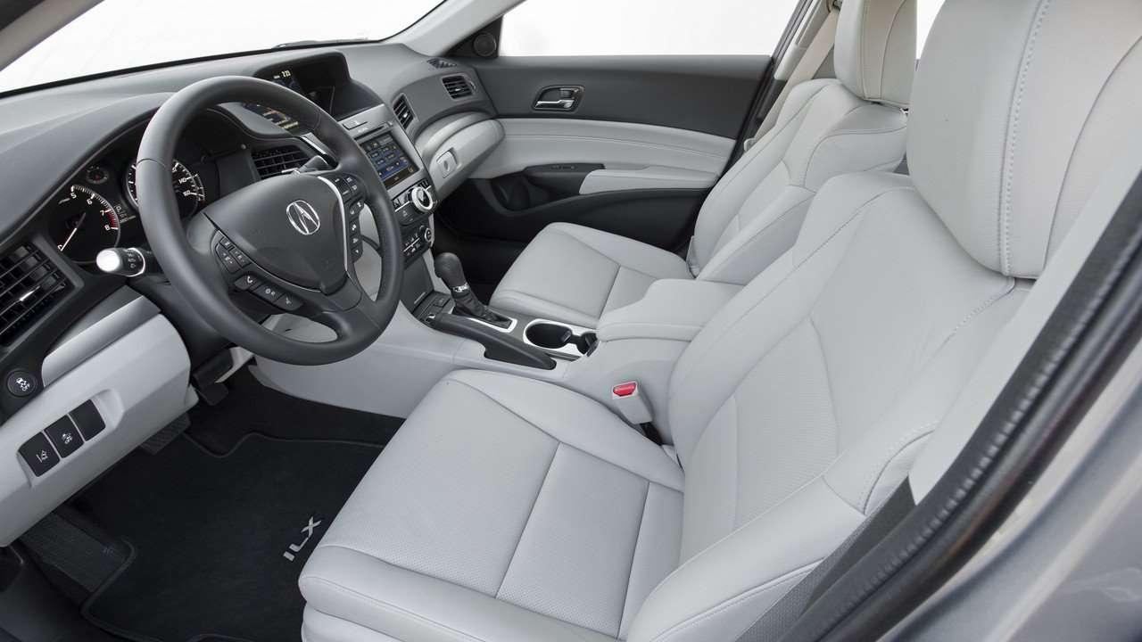 Передние сиденья первого рестайла Acura ILX