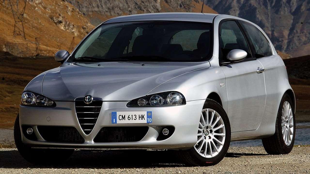 Alfa Romeo 147 фото спереди