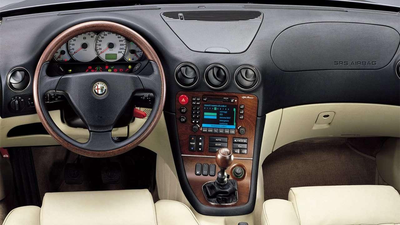 Фото салона Alfa Romeo 166