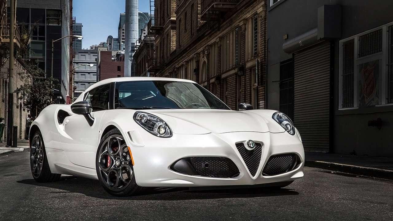 Alfa Romeo 4C фото спереди
