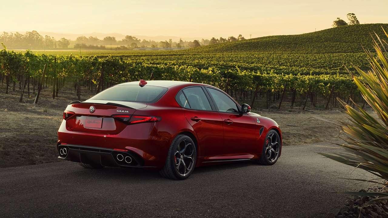 Alfa Romeo Giulia 2020-2021 фото сзади