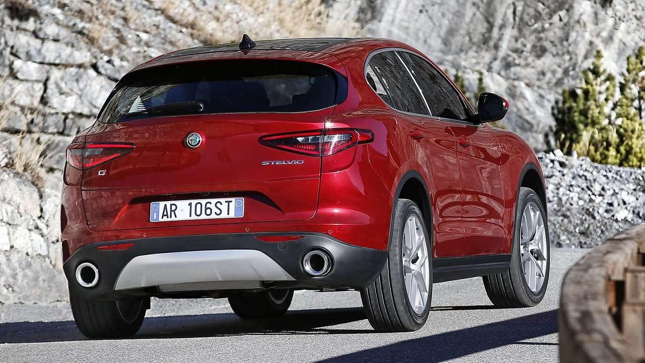 Alfa Romeo Stelvio 2020-2021 фото сзади