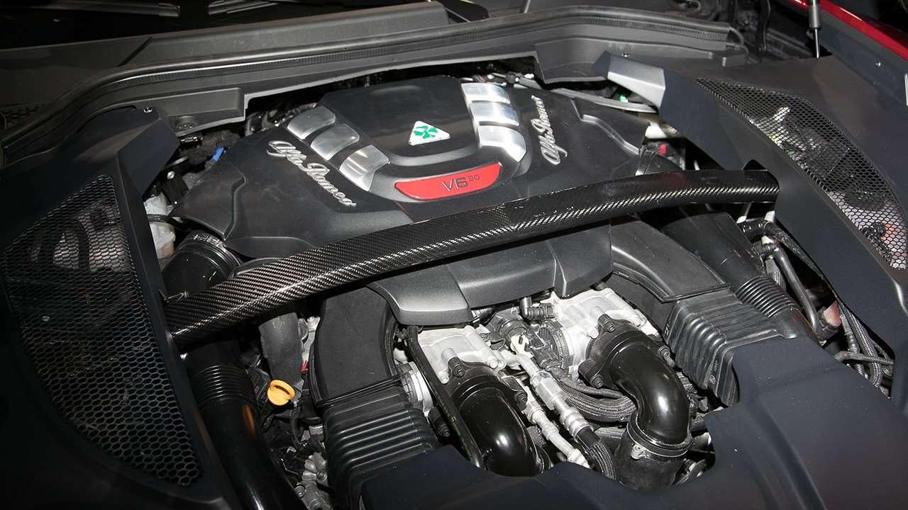 Alfa Romeo Stelvio 2020-2021 фото двигателя