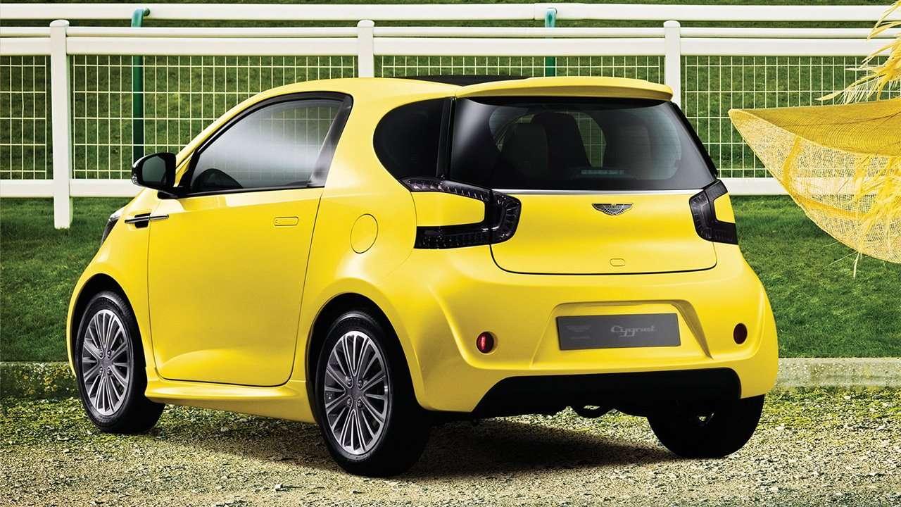 Желтый Aston Martin Cygnet