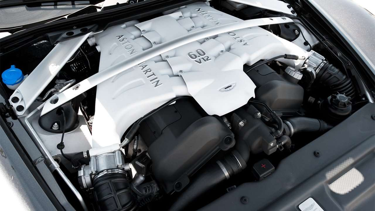 Фото двигателя Aston Martin DBS