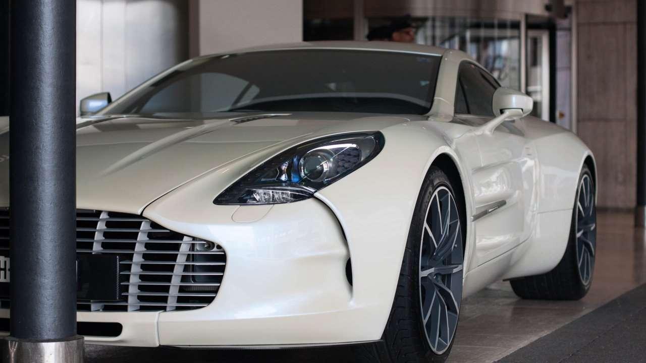 Передняя часть Aston Martin One-77