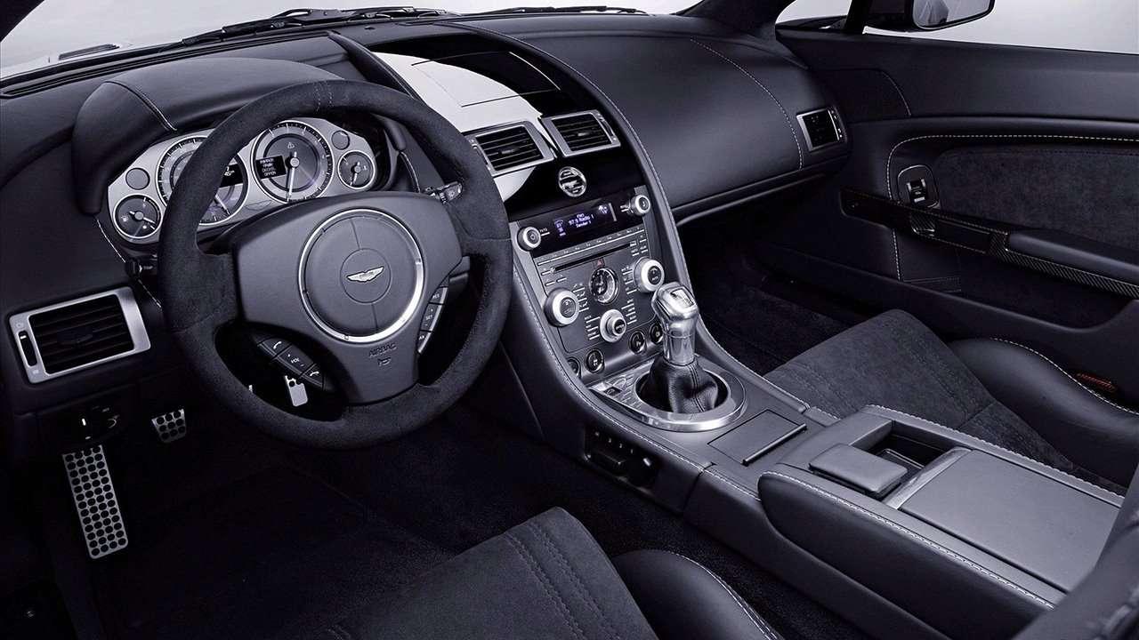 Aston Martin V12 Vantage фото салона