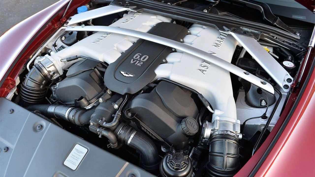 Фото двигателя Астон Мартина V12 Vantage