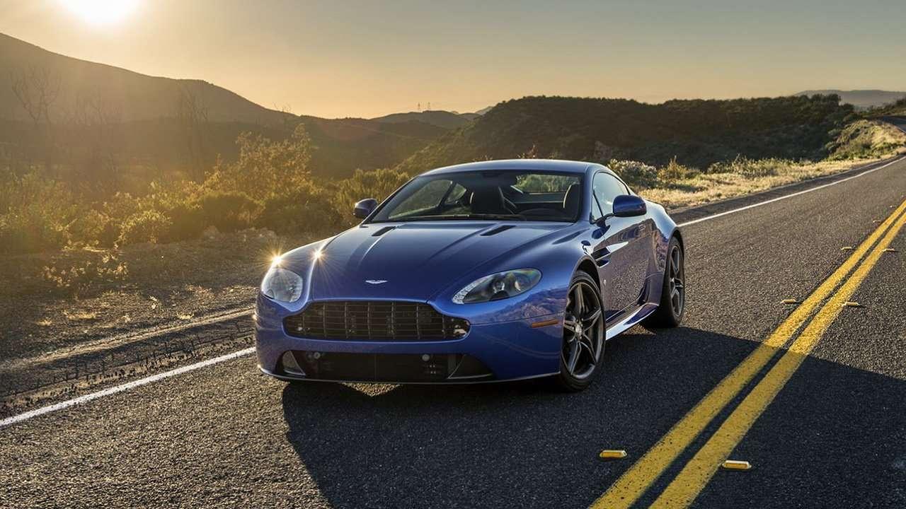 Aston Martin V8 Vantage фото спереди
