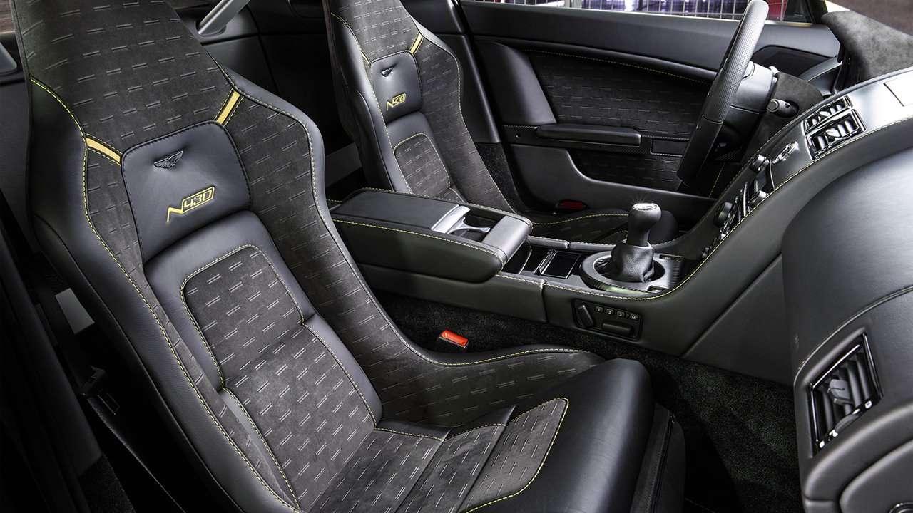 Aston Martin V8 Vantage (2005-2017) сиденья