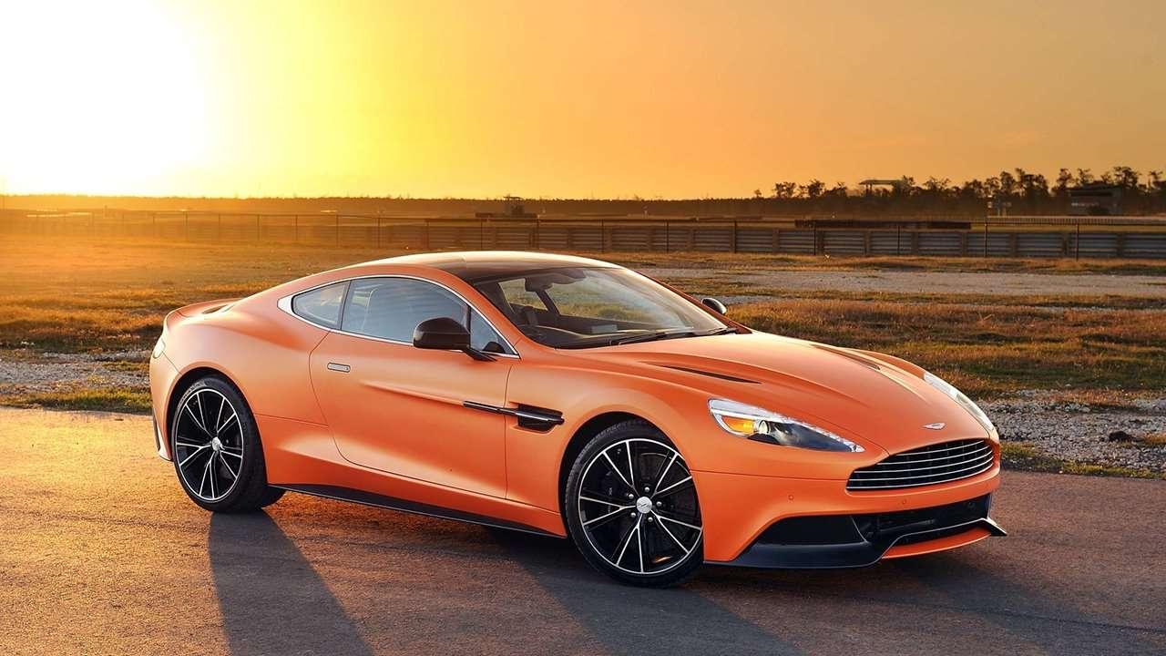 Aston Martin Vanquish 2020-2021 фото спереди