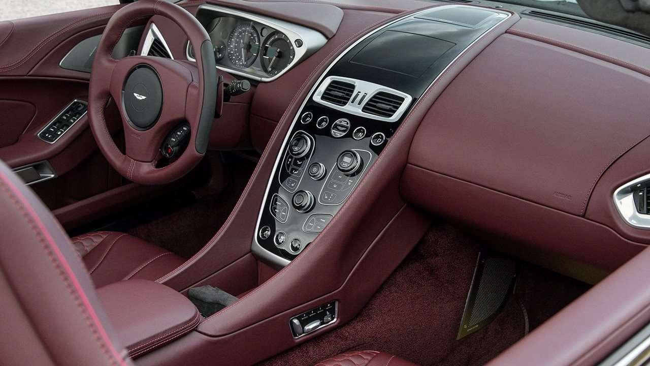 Aston Martin Vanquish 2020-2021 фото салона