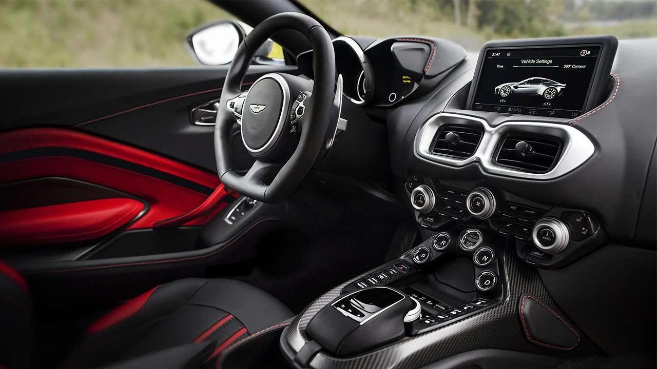 Фото салона Aston Martin Vantage