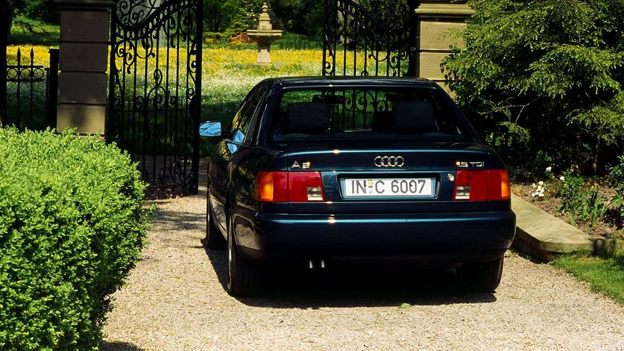 Audi A6 C4 фото сзади