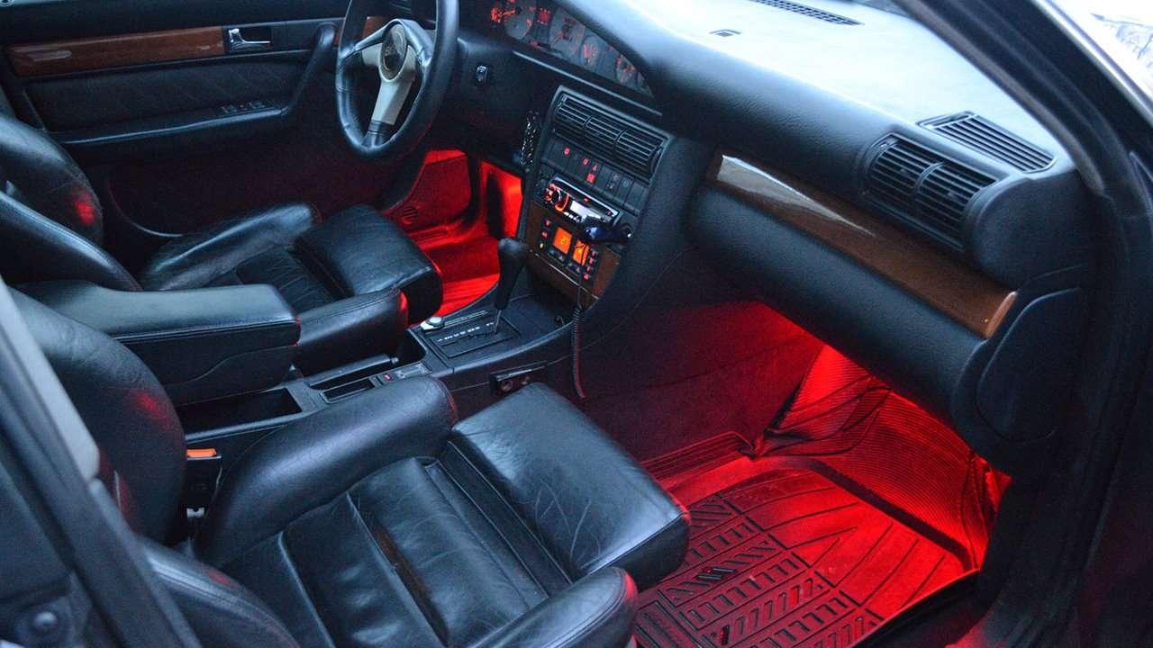 Audi A6 C4 дверь