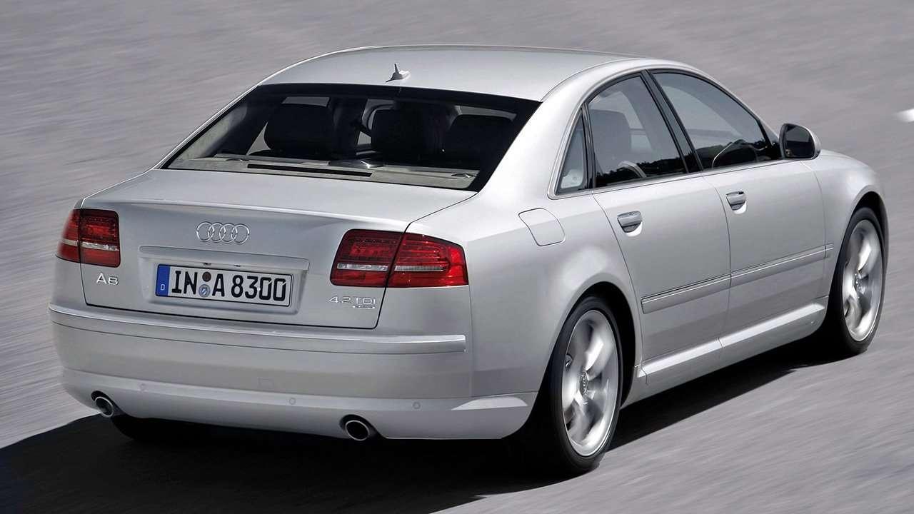 Audi A8 D3 фото сзади