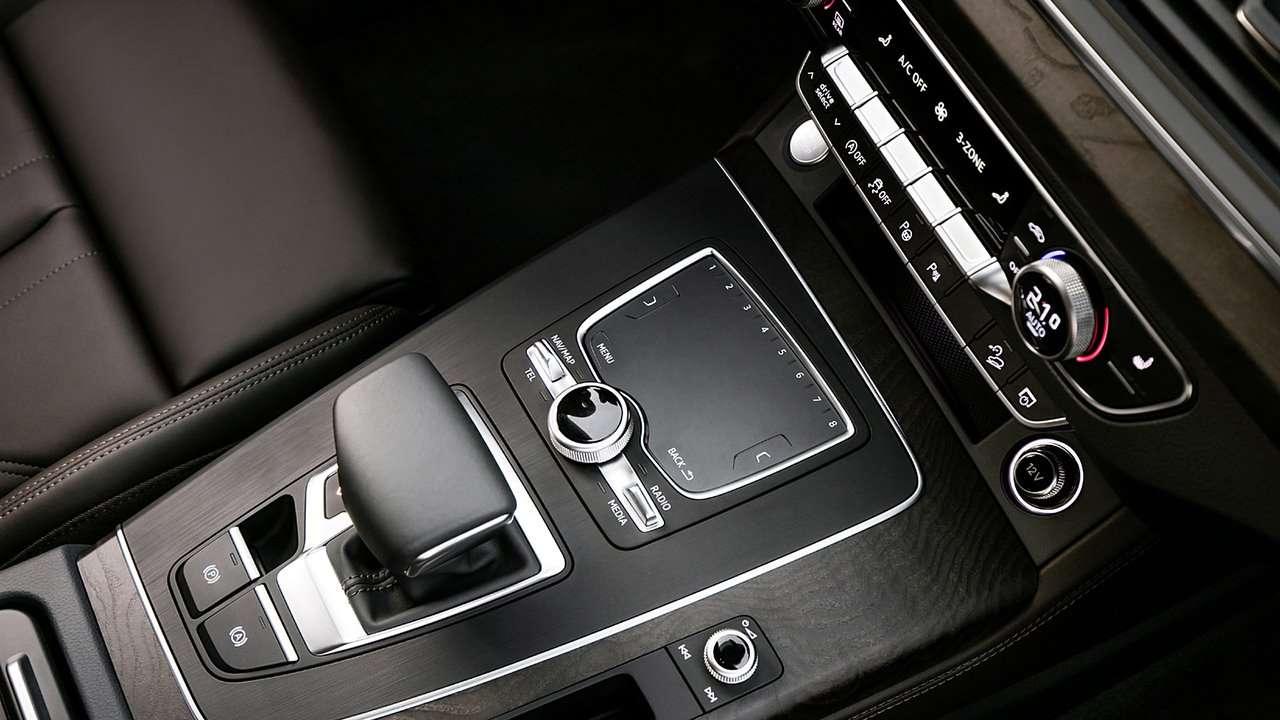 Audi Q5 2020-2021 фото интерьера