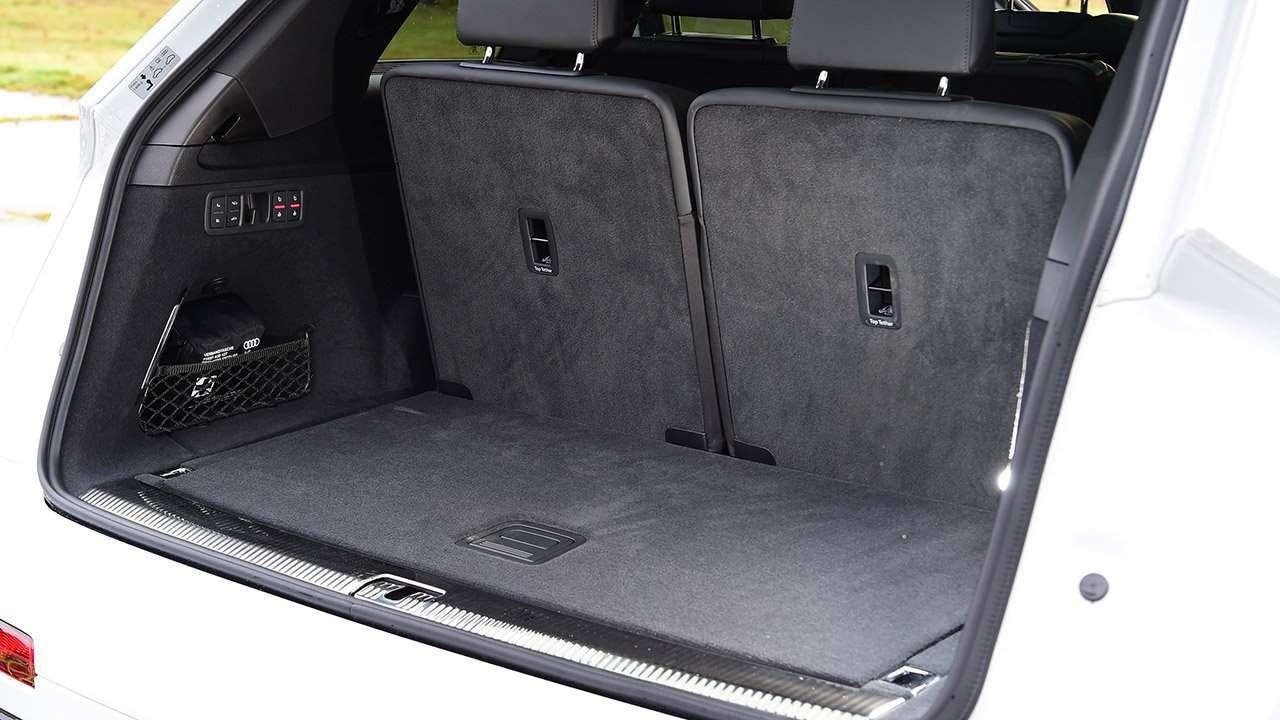 Багажник 7-местной новой Ауди Ку7