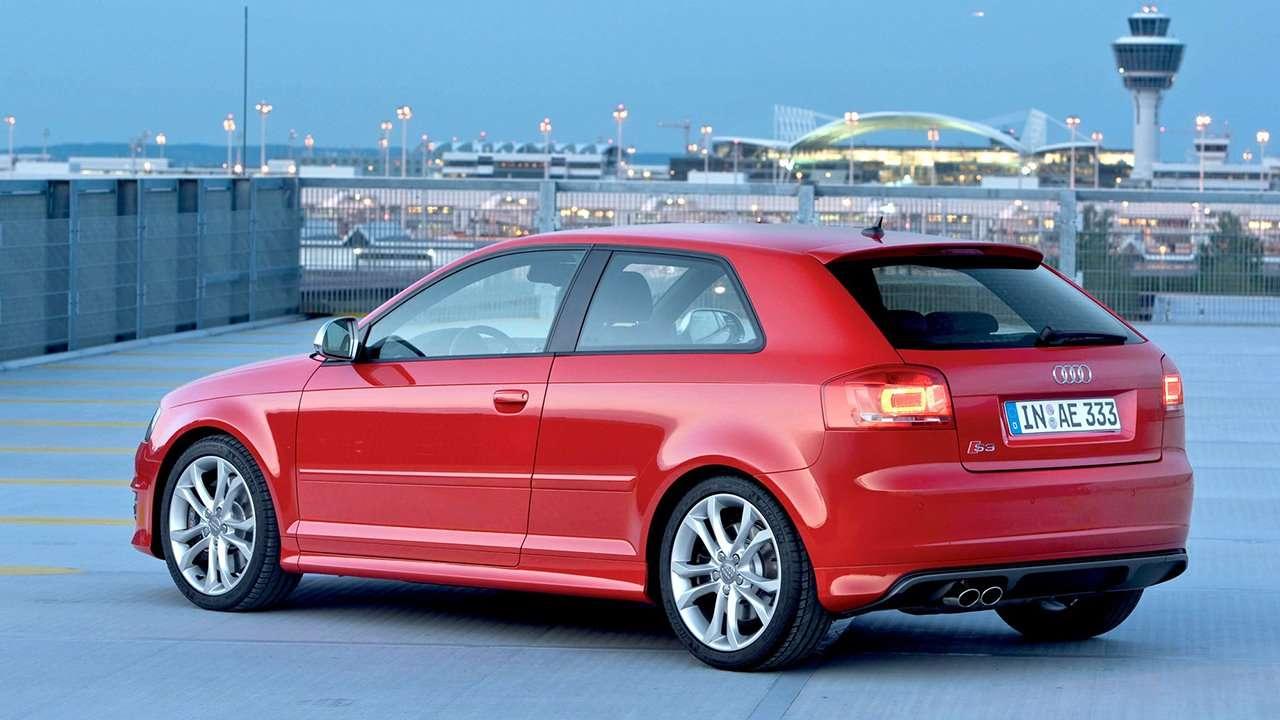 Audi S3 8P фото сзади