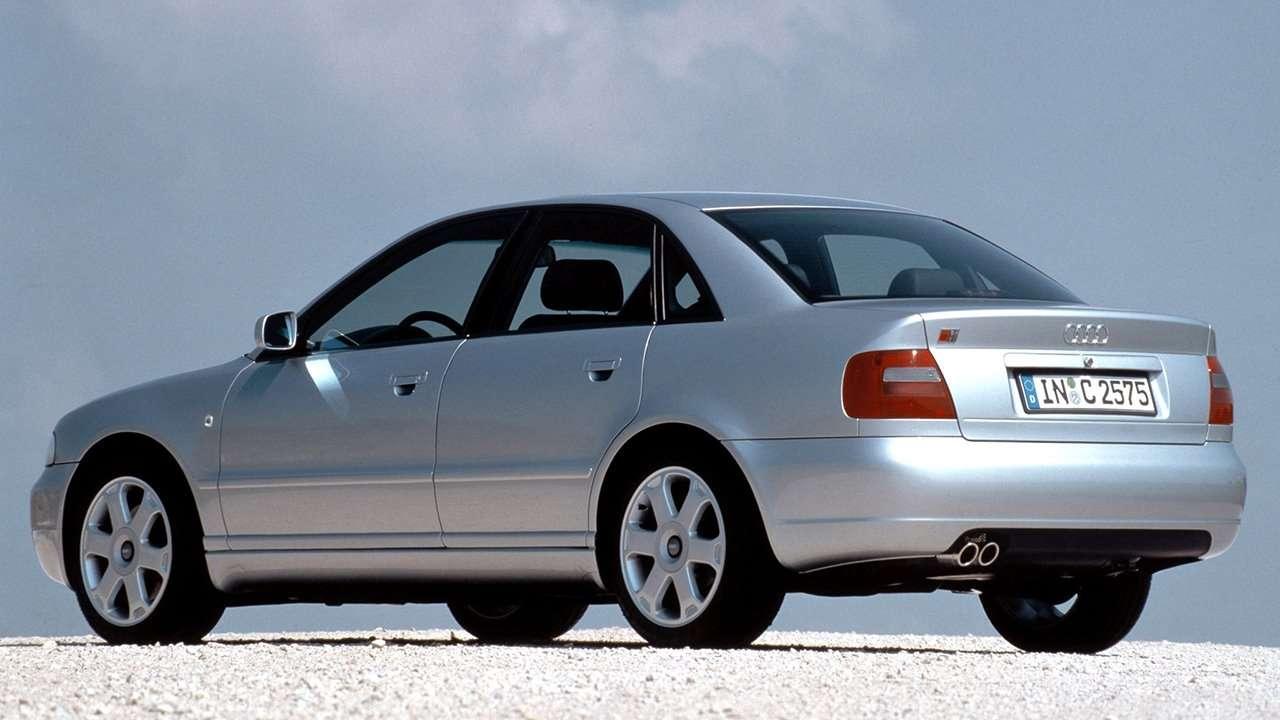 Audi S4 B5 фото сзади