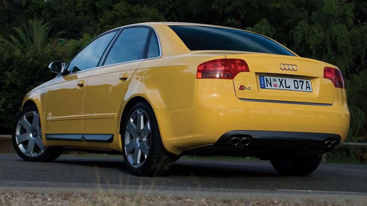 Audi S4 B7 фото сзади