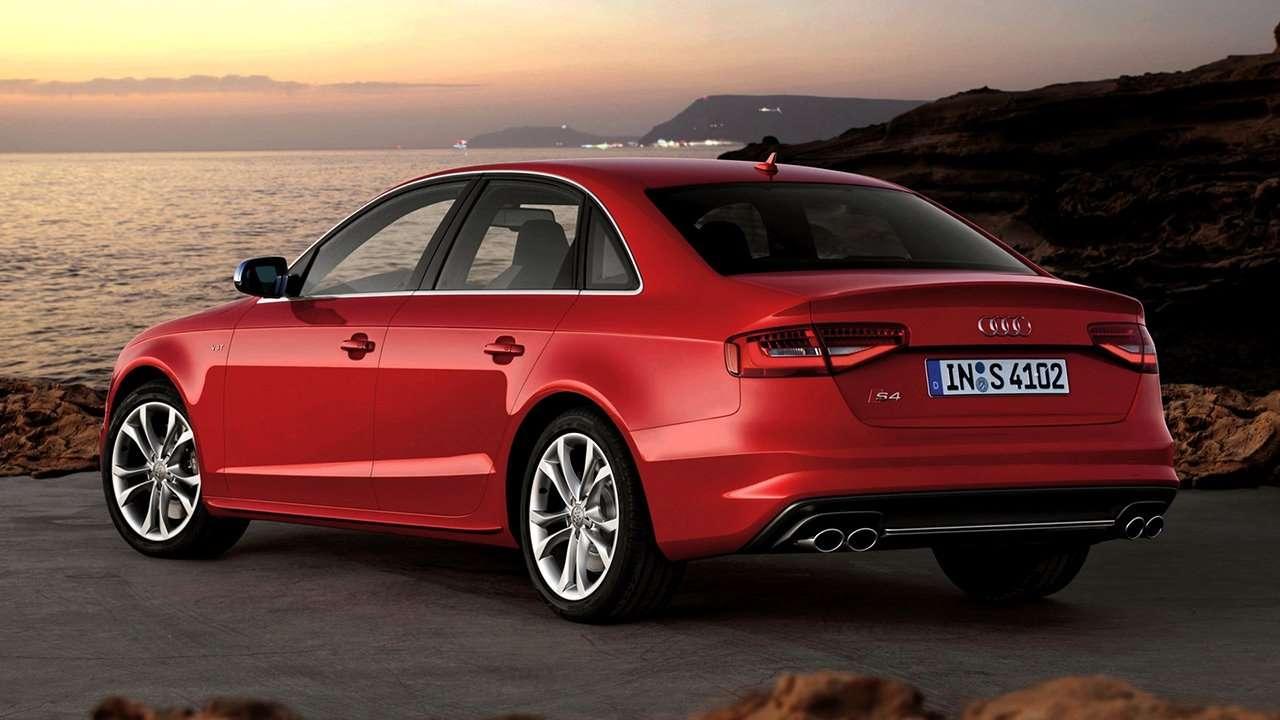 Audi S4 B8 фото сзади