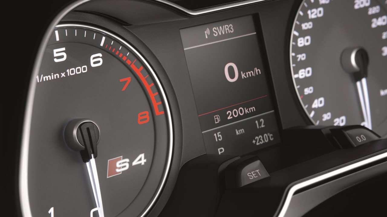 Audi S4 B8 приборная панель