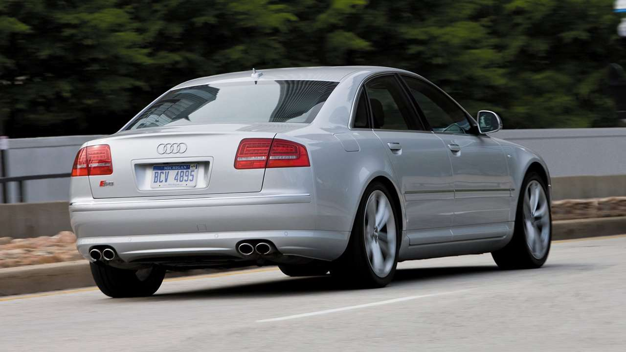 Audi S8 D3 фото сзади