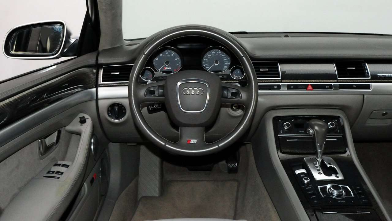 Audi S8 D3 салон