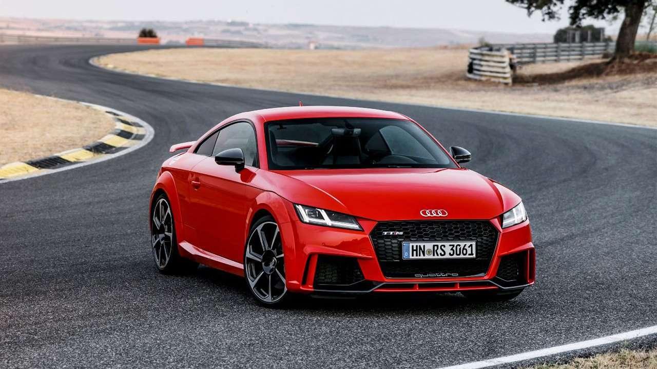 Audi TT RS 2020-2021 фото спереди