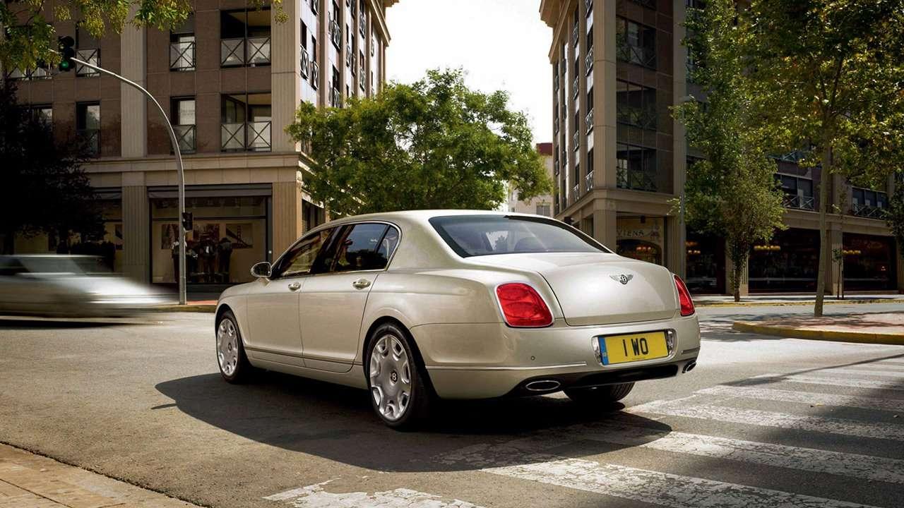 Bentley Continental Flying Spur вид сзади