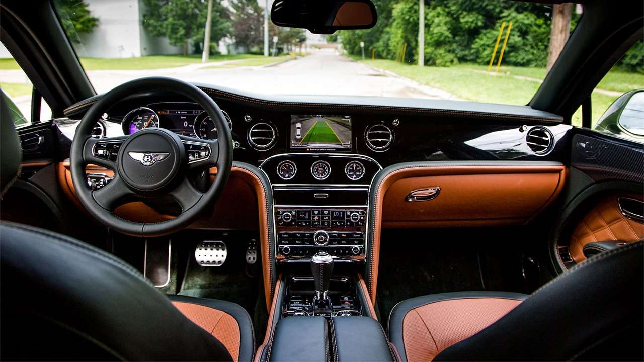 Фото салона рестайлингового Bentley