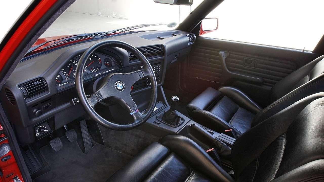 BMW 3-Series e30 салон