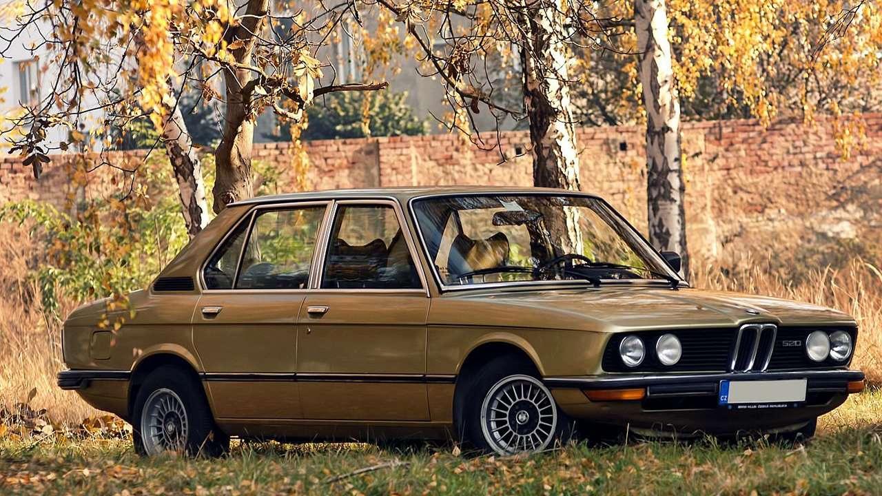 BMW 5-Series e12 фото спереди