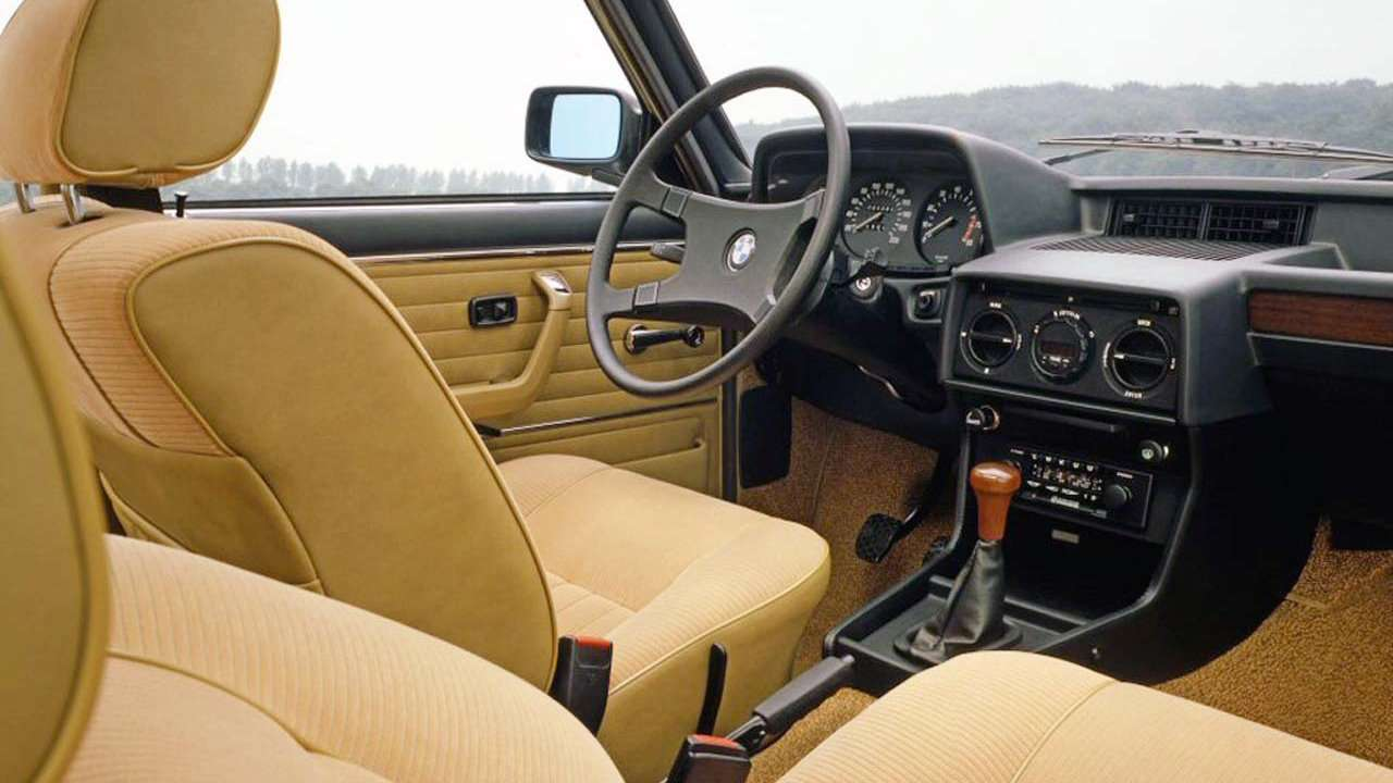 BMW 5-Series e12 интерьер