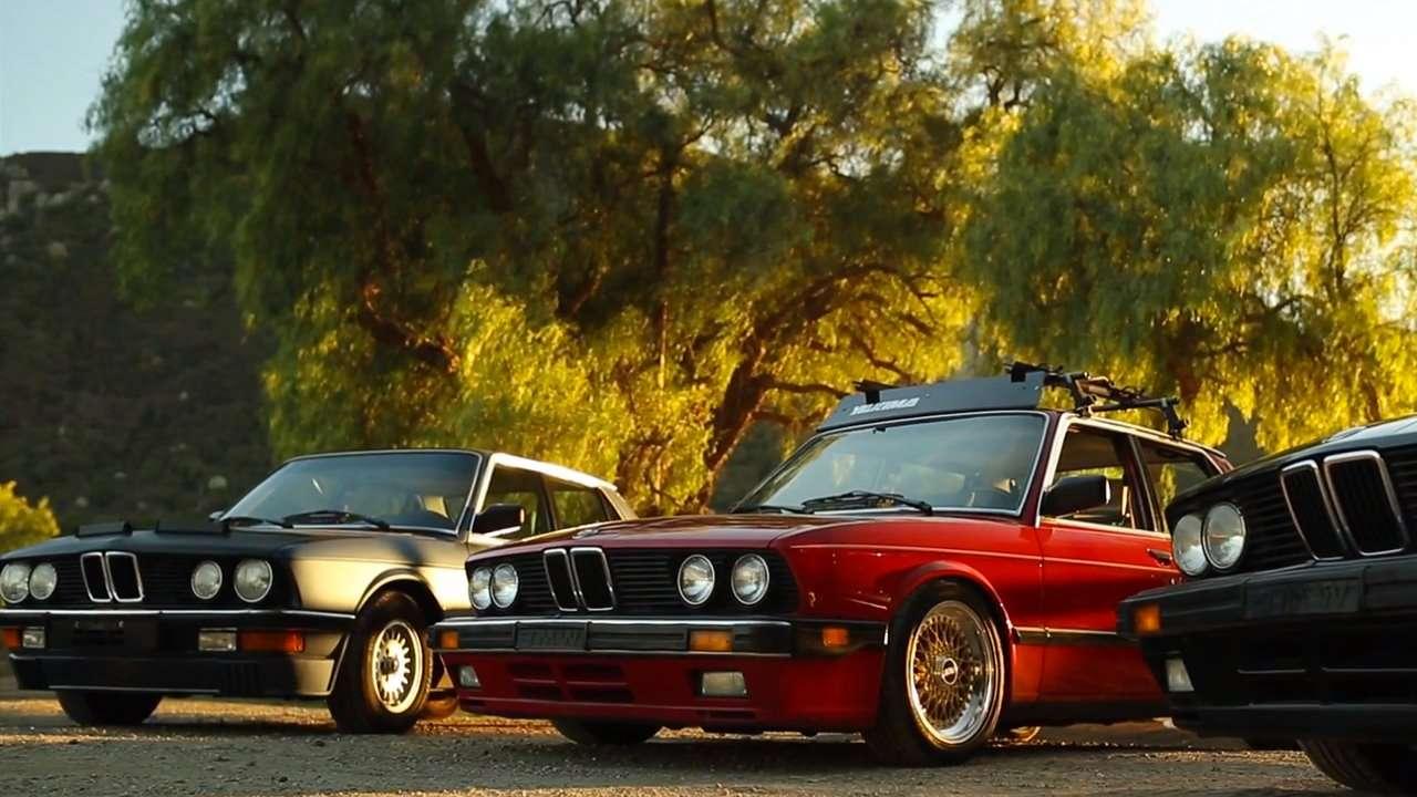 Два автомобиля