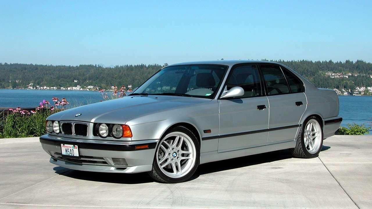 BMW 5-Series e34 фото спереди