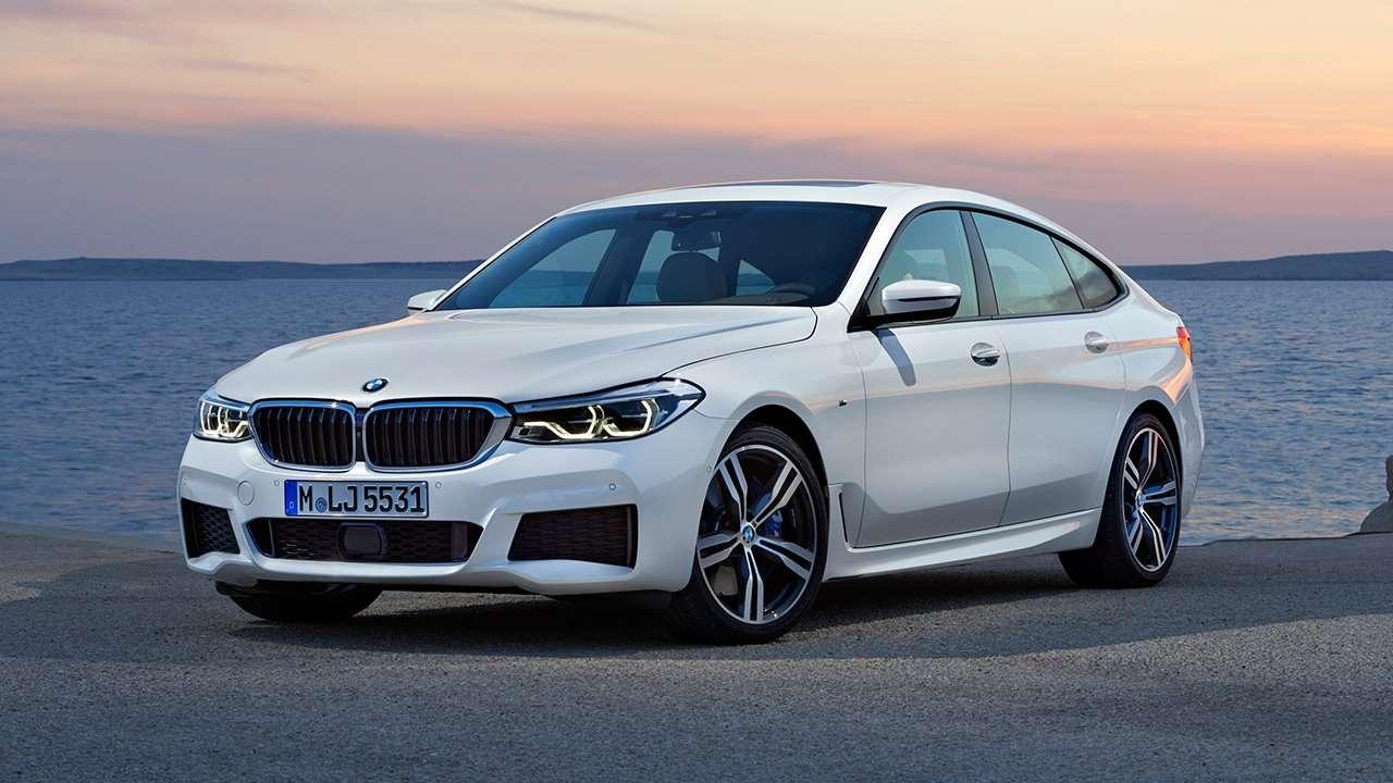 Передняя часть белой BMW 6-Series 2020-2021