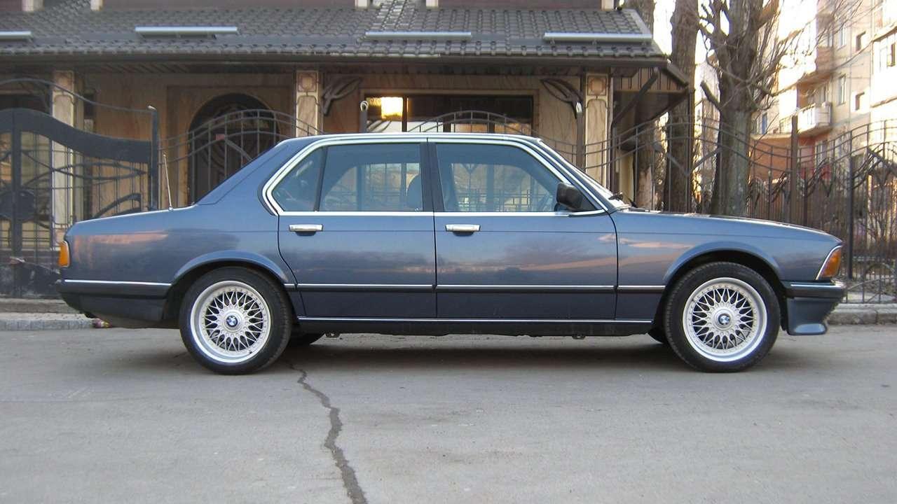 BMW 7-Series e23 фото сбоку