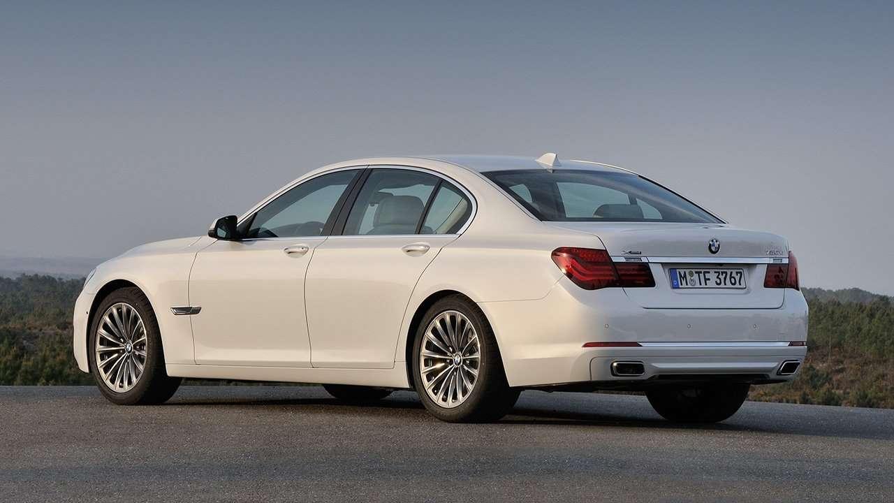 BMW 7-Series F01/F02 фото сзади