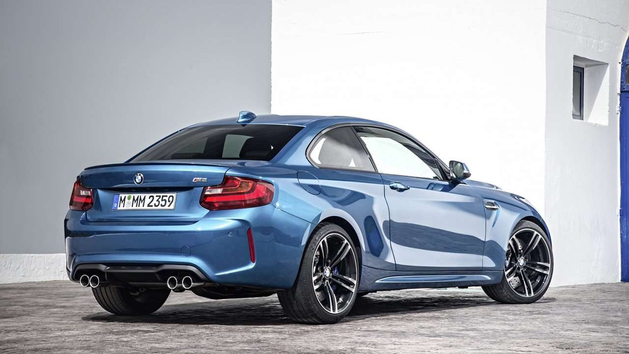 BMW M2 Coupe 2018 фото сзади