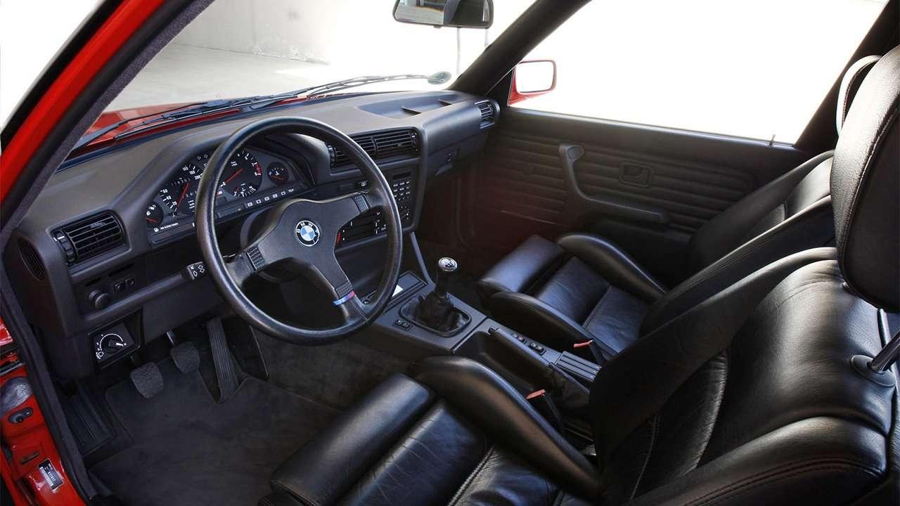 Фото интерьера BMW M3 e30