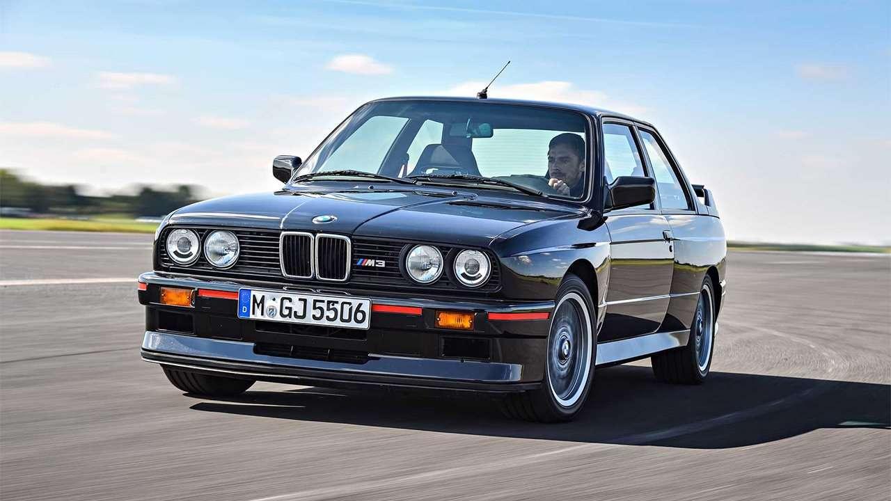 Черная BMW M3 e30