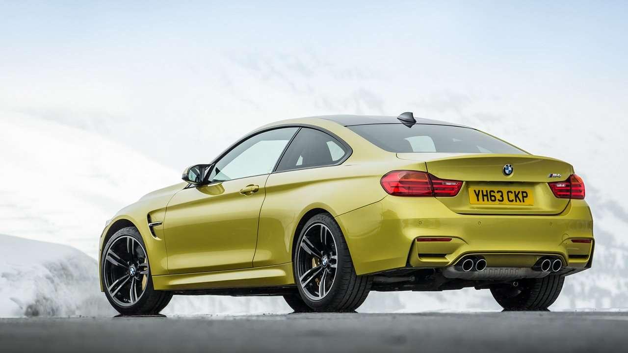 BMW M4 2020-2021 F82 фото сзади