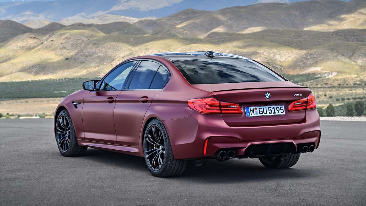 BMW M5 F90 (2020-2021) фото сзади