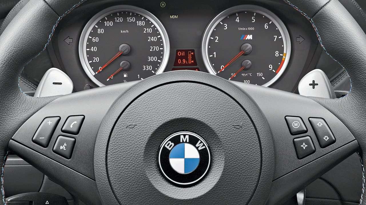 BMW M6 e63 фото приборной панели